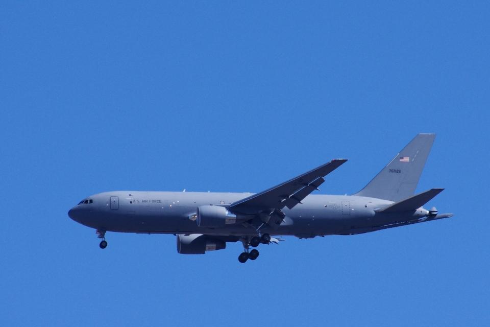 ぼくちゃんさんのアメリカ空軍 Boeing 767-200 (17-46026) 航空フォト
