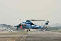 平凡なおっちゃんさんが、伊丹空港で撮影した兵庫県警察 EC155B1の航空フォト(飛行機 写真・画像)
