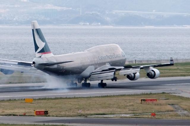 山河 彩さんが、関西国際空港で撮影したキャセイパシフィック航空 747-412(BCF)の航空フォト(飛行機 写真・画像)