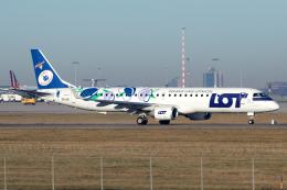 chrisshoさんが、シュトゥットガルト空港で撮影したLOTポーランド航空 ERJ-190-200 LR (ERJ-195LR)の航空フォト(飛行機 写真・画像)