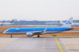 ちっとろむさんが、フランクフルト国際空港で撮影したKLMシティホッパー ERJ-190-100(ERJ-190STD)の航空フォト(飛行機 写真・画像)