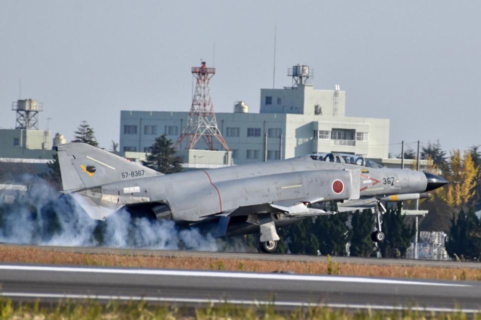 かとそさんの航空自衛隊 Mitsubishi F-4EJ Kai Phantom II (57-8367) 航空フォト