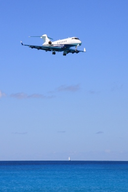 Hiro-hiroさんが、プリンセス・ジュリアナ国際空港で撮影したフレックスジェット BD-100-1A10 Challenger 300の航空フォト(飛行機 写真・画像)