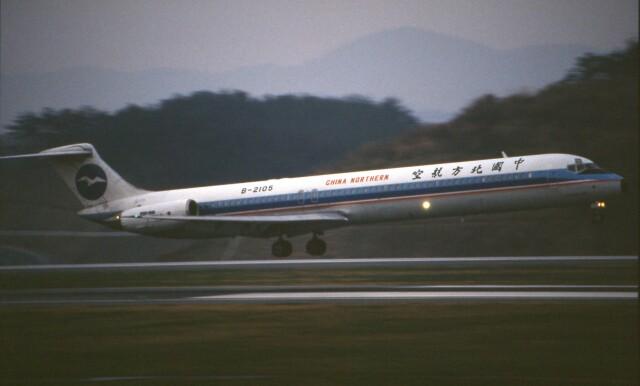 LEVEL789さんが、岡山空港で撮影した中国北方航空 MD-80 (DC-9-80)の航空フォト(飛行機 写真・画像)