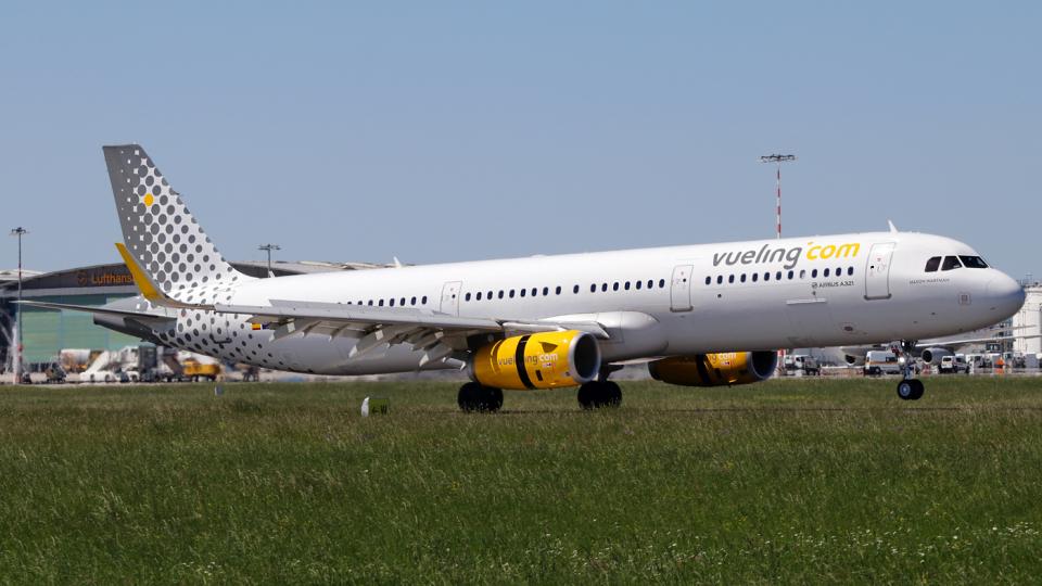 chrisshoさんのブエリング航空 Airbus A321 (EC-MMU) 航空フォト