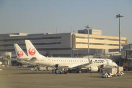 しかばねさんが、羽田空港で撮影したジェイエア ERJ-190-100(ERJ-190STD)の航空フォト(飛行機 写真・画像)