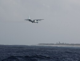t.anrakuさんが、南鳥島航空基地で撮影した海上自衛隊 C-130Rの航空フォト(飛行機 写真・画像)