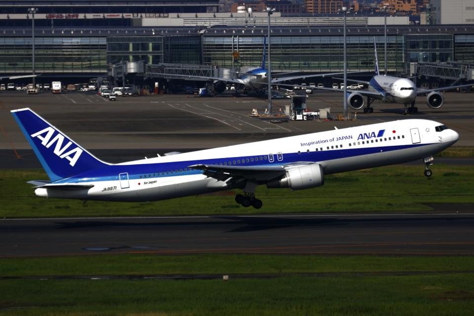 ▲®さんの全日空 Boeing 767-300 (JA8971) 航空フォト