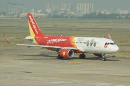 磐城さんが、タンソンニャット国際空港で撮影したベトジェットエア A320-214の航空フォト(飛行機 写真・画像)