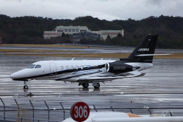 MIRAGE E.Rさんが、岡山空港で撮影したグラフィック Citation Latitude(680A)の航空フォト(飛行機 写真・画像)