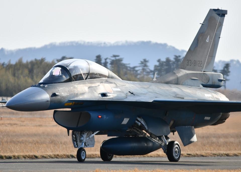 こつぽんさんの航空自衛隊 Mitsubishi F-2B (33-8122) 航空フォト