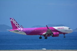 runway1836さんが、那覇空港で撮影したピーチ A320-251Nの航空フォト(飛行機 写真・画像)