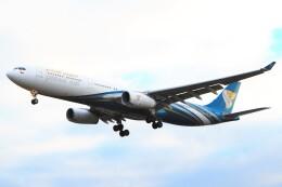 ちっとろむさんが、ロンドン・ヒースロー空港で撮影したオマーン航空 A330-343Xの航空フォト(飛行機 写真・画像)