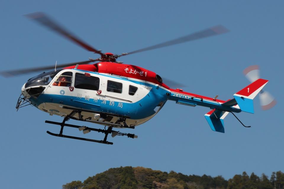 ブルーさんさんの川崎市消防航空隊 Kawasaki BK117 (JA01KF) 航空フォト