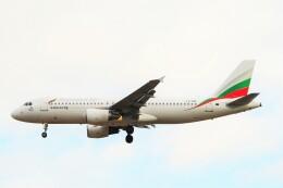 ちっとろむさんが、ロンドン・ヒースロー空港で撮影したブルガリア航空 A320-214の航空フォト(飛行機 写真・画像)