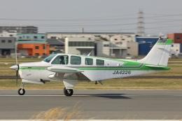Hii82さんが、八尾空港で撮影した日本個人所有 A36 Bonanza 36の航空フォト(飛行機 写真・画像)