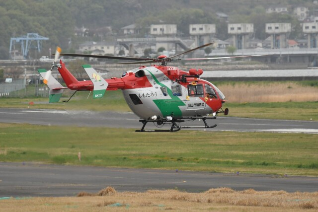 ヨッシさんが、岡南飛行場で撮影した岡山市消防航空隊 BK117C-2の航空フォト(飛行機 写真・画像)