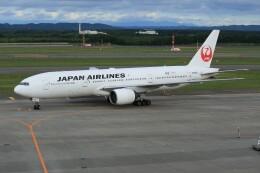 メンチカツさんが、新千歳空港で撮影した日本航空 777-289の航空フォト(飛行機 写真・画像)