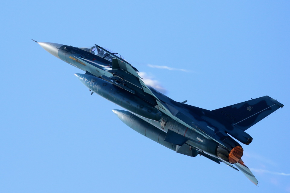 Kanarinaさんの航空自衛隊 Mitsubishi F-2B (43-8129) 航空フォト