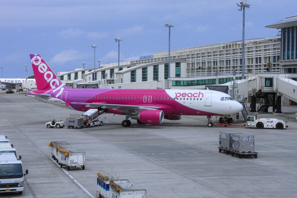 ぐっちーさんのピーチ Airbus A320 (JA827P) 航空フォト