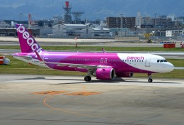 mojioさんが、福岡空港で撮影したピーチ A320-251Nの航空フォト(飛行機 写真・画像)