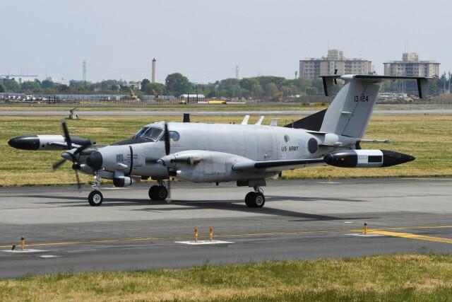デルタおA330さんが、横田基地で撮影したアメリカ陸軍 RC-12X Huron (A200CT)の航空フォト(飛行機 写真・画像)