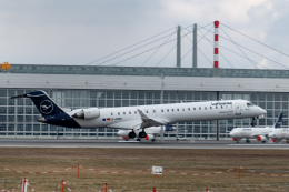 gomaさんが、ミュンヘン・フランツヨーゼフシュトラウス空港で撮影したルフトハンザ・シティライン CL-600-2D24 Regional Jet CRJ-900LRの航空フォト(飛行機 写真・画像)