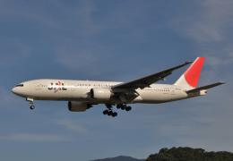 チャーリーマイクさんが、福岡空港で撮影した日本航空 777-246の航空フォト(飛行機 写真・画像)