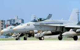 wetwingさんが、厚木飛行場で撮影したアメリカ海軍 F/A-18C Hornetの航空フォト(飛行機 写真・画像)