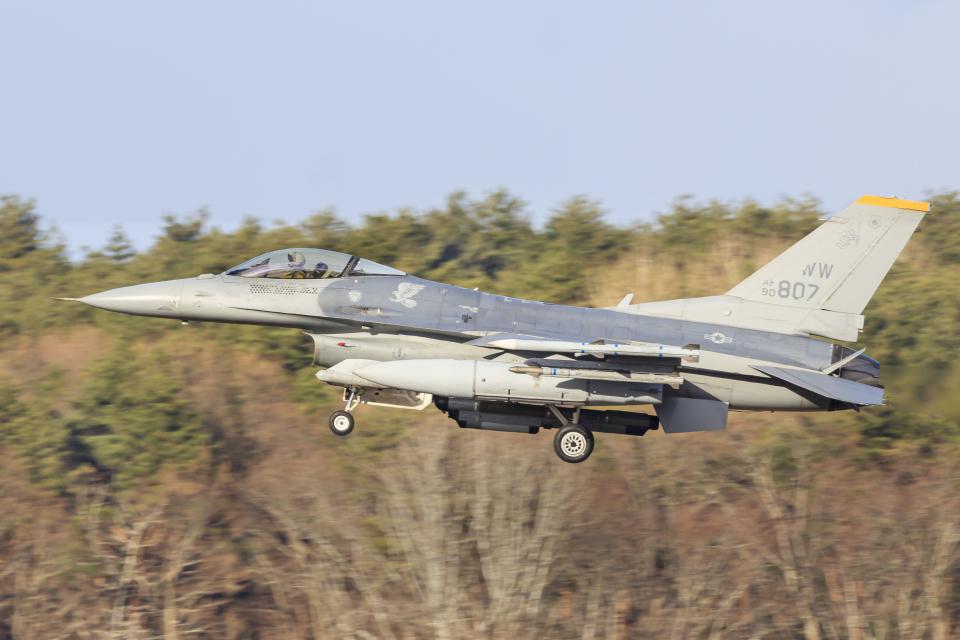 norimotoさんのアメリカ空軍 General Dynamics F-16 Fighting Falcon (90-0807) 航空フォト