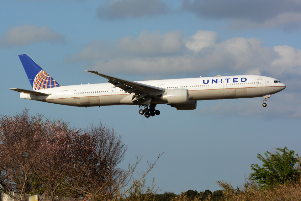 banshee02さんのユナイテッド航空 Boeing 777-300 (N2748U) 航空フォト