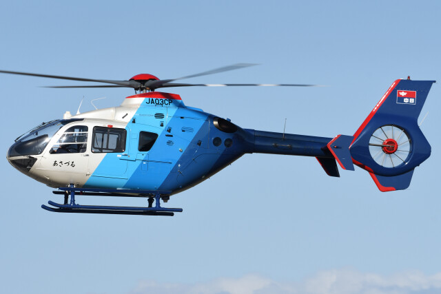 ほてるやんきーさんが、名古屋飛行場で撮影した中日新聞社 EC135P2の航空フォト(飛行機 写真・画像)