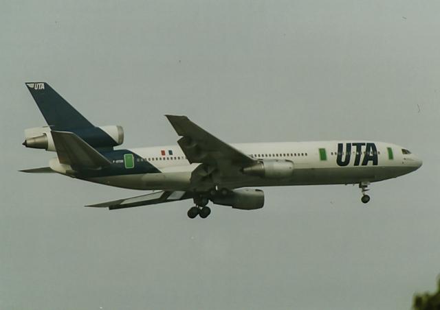 リゾッチャ(紫)さんが、伊丹空港で撮影したUTA DC-10-30の航空フォト(飛行機 写真・画像)