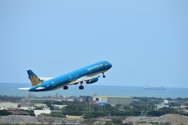 アカゆこさんが、台湾桃園国際空港で撮影したベトナム航空 A321-231の航空フォト(飛行機 写真・画像)