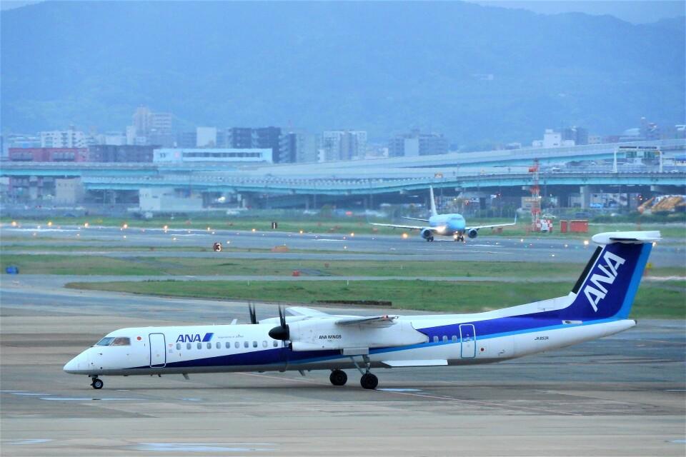 timeさんのANAウイングス Bombardier DHC-8-400 (JA853A) 航空フォト