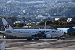 Kenny600mmさんが、伊丹空港で撮影した日本航空 777-289の航空フォト(飛行機 写真・画像)