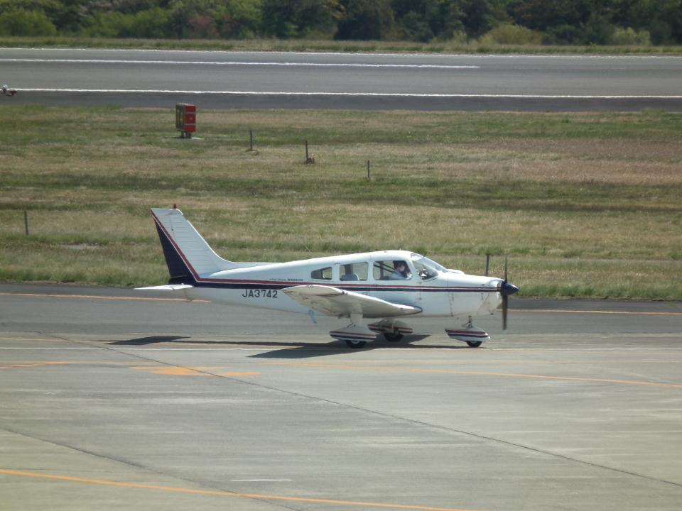 ヒコーキグモさんの日本個人所有 Piper PA-28 Cherokee (JA3742) 航空フォト
