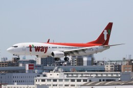 ドラパチさんが、福岡空港で撮影したティーウェイ航空 737-8Q8の航空フォト(飛行機 写真・画像)