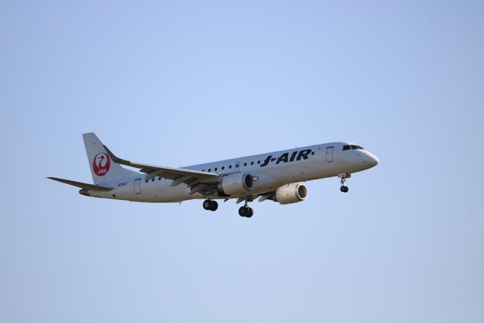 なかすぃ~さんのジェイエア Embraer 190 (JA252J) 航空フォト