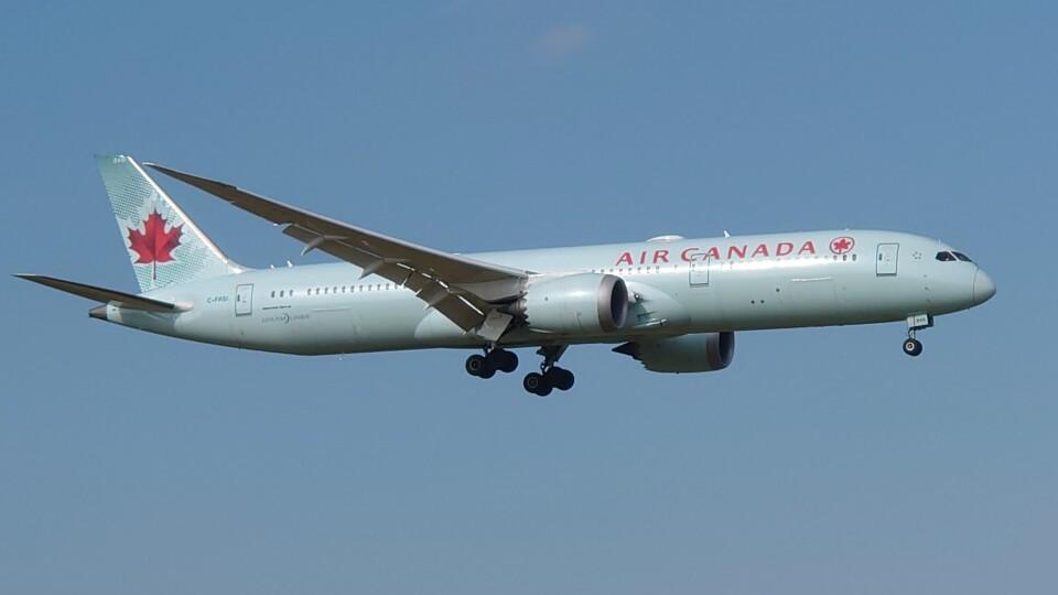 Garnet Worldさんのエア・カナダ Boeing 787-9 (C-FRSI) 航空フォト