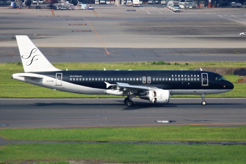 ▲®さんのスターフライヤー Airbus A320 (JA09MC) 航空フォト
