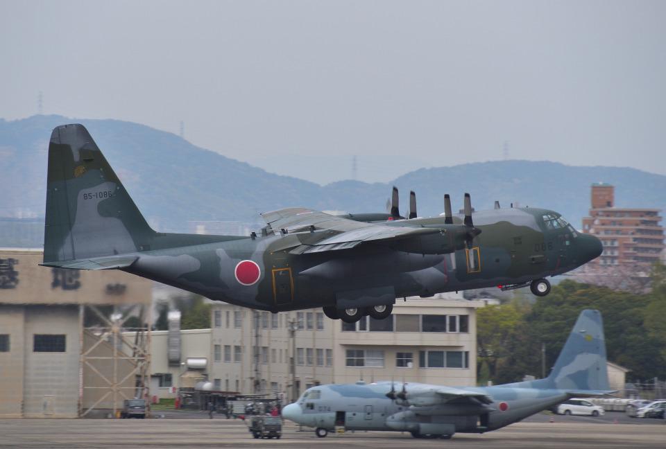 mojioさんの航空自衛隊 Lockheed C-130 Hercules (85-1086) 航空フォト