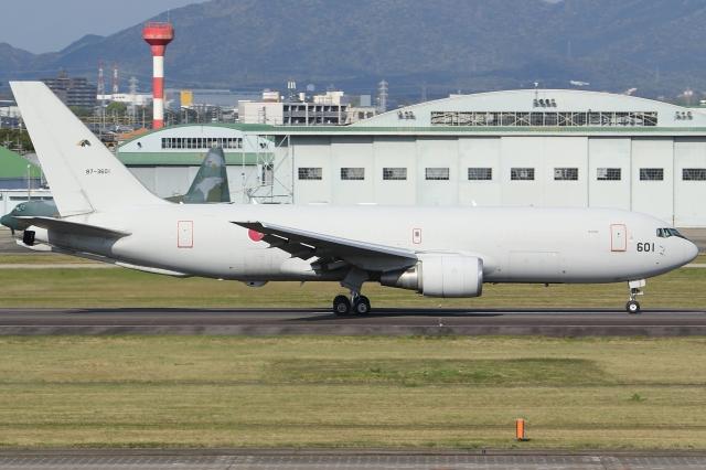 Wings Flapさんが、名古屋飛行場で撮影した航空自衛隊 KC-767J (767-2FK/ER)の航空フォト(飛行機 写真・画像)