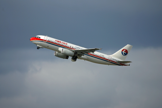 tsubameさんが、福岡空港で撮影した中国東方航空 A320-232の航空フォト(飛行機 写真・画像)