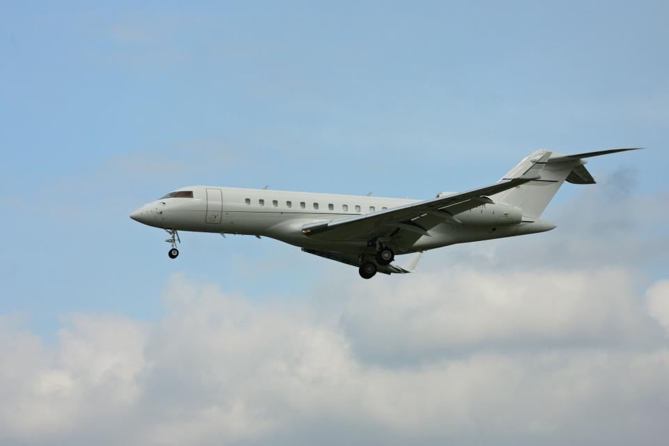 tsubameさんのTAG エイビエーション・アジア Bombardier BD-700 Global Express/5000/6000 (B-LIM) 航空フォト