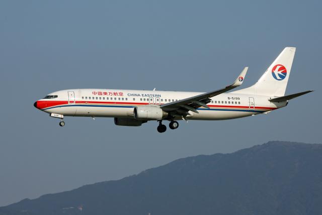 tsubameさんが、福岡空港で撮影した中国東方航空 737-89Pの航空フォト(飛行機 写真・画像)