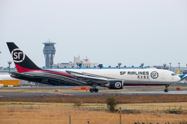 SGR RT 改さんが、成田国際空港で撮影したSF エアラインズ 767-338/ER-BCFの航空フォト(飛行機 写真・画像)