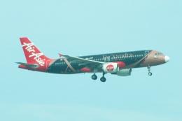 S.Hayashiさんが、シンガポール・チャンギ国際空港で撮影したエアアジア A320-216の航空フォト(飛行機 写真・画像)