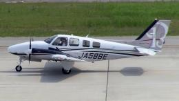 cathay451さんが、神戸空港で撮影した本田航空 Baron G58の航空フォト(飛行機 写真・画像)
