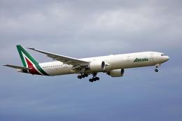 ちゃぽんさんが、成田国際空港で撮影したアリタリア航空 777-3Q8/ERの航空フォト(飛行機 写真・画像)